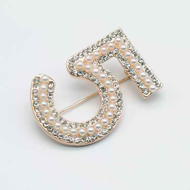 fashion jewelry number 5 pearl brooch