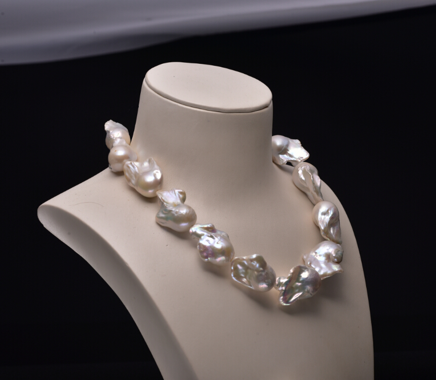 huge baroque pearls necklace white color and high luster. Black Bedroom Furniture Sets. Home Design Ideas