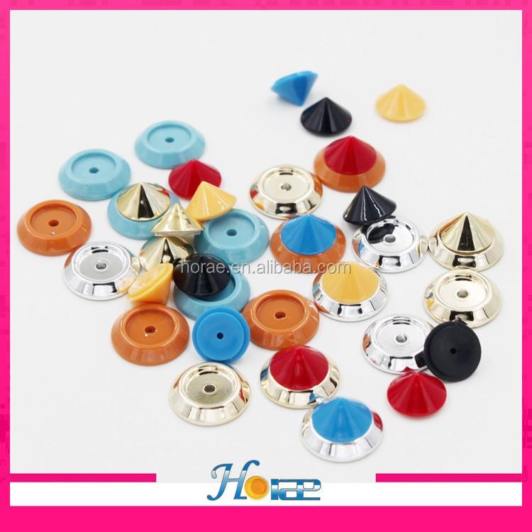 18mm colorful forma di piramide rivetti in plastica di plastica borchie e  spuntoni per borse 3bc2b14921d
