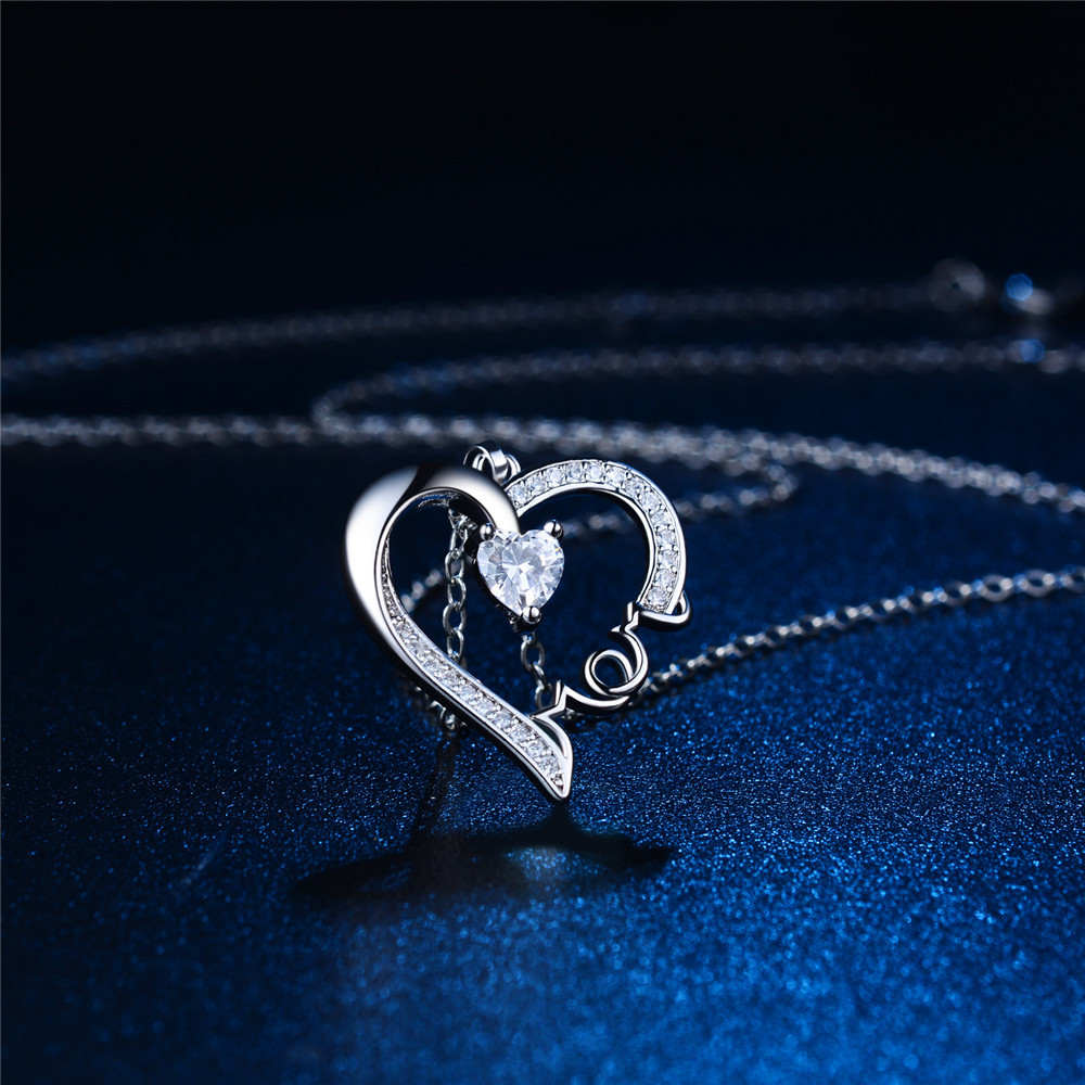High-grade love type MOM necklace Mother's Day Zircon pendant necklace Hundred take Party dress accessories jewelry