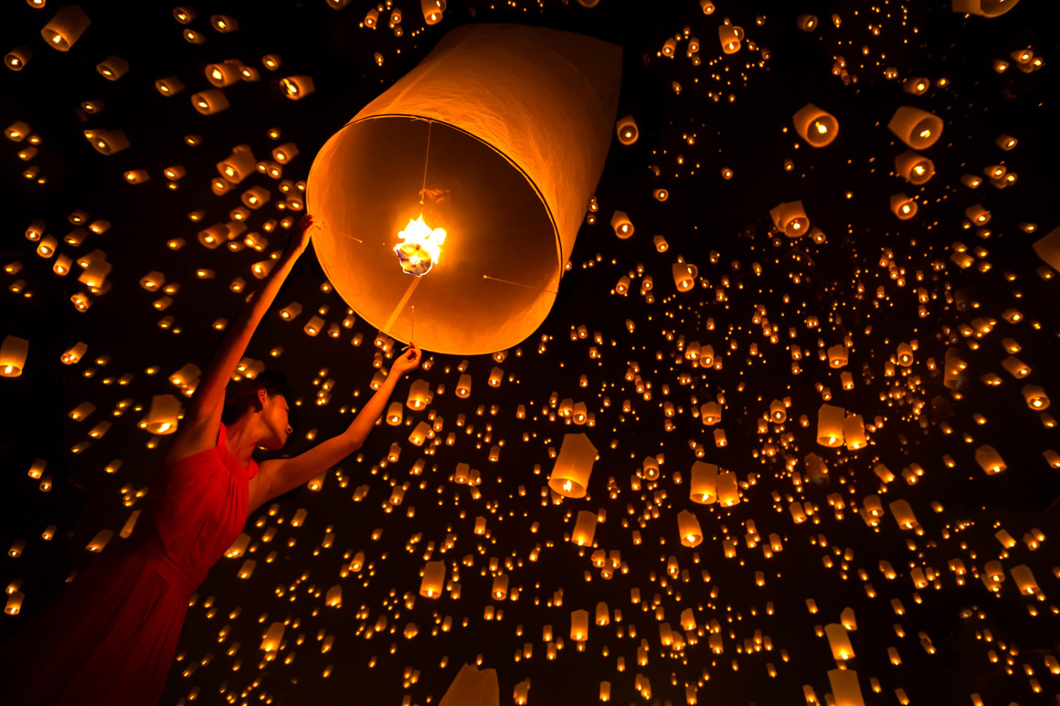 100Pcs Orange Paper Chinese Lanterns Sky Fly Candle Lamp for Wish Party Wedding
