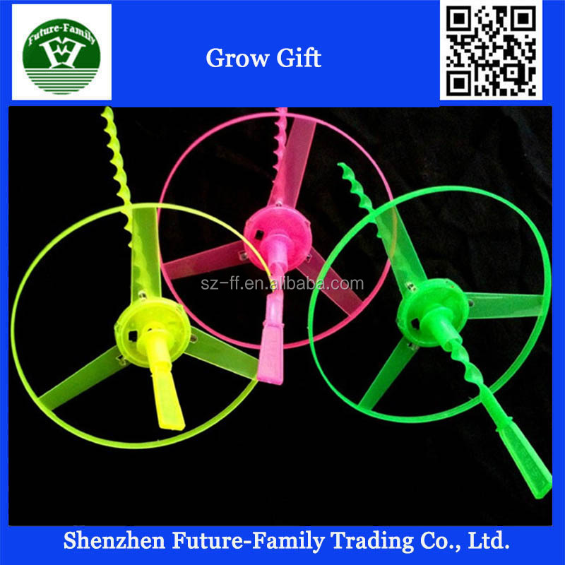 wholesale Flying Outdoor LED toys small plastic Luminous children toy light Light bamboo dragonfly Hand made flash plastic