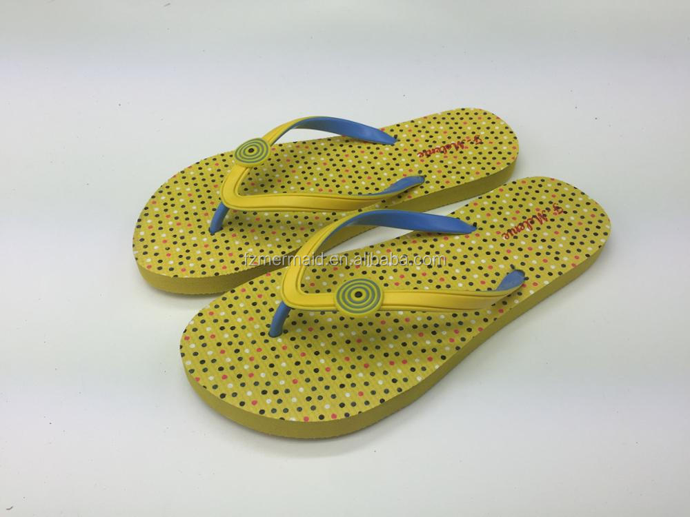 c43efbdc3322 2017 Bsci China Supplier New Design Ladies Rubber Slippers