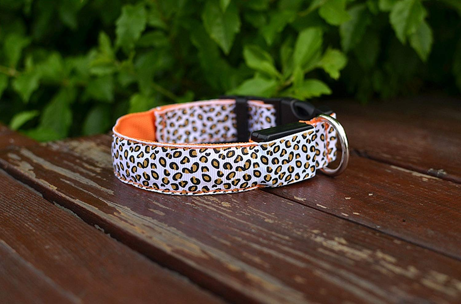 Just_for you - Fashion Nylon Leopard Spots Luminous LED Dog Collar Flashing Glow in Dark Pet Collars Night Light Pet Supplies (Size L).