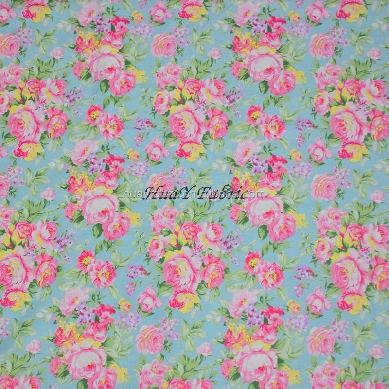 Цветочная ткань на платье