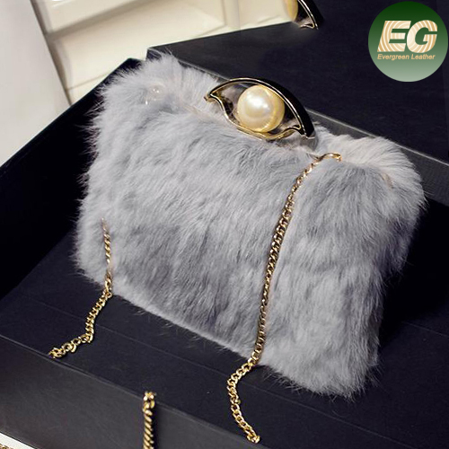 2017 new style fashion artificial fur handbag fancy ladies's shoulder bag with metal chain SY8069