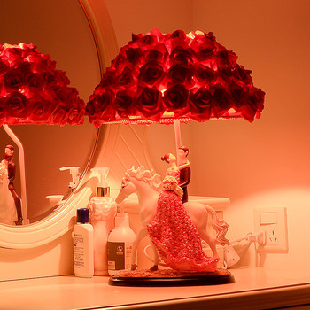 Resin Figurine table LED lamp hand-made wedding souvenir OEM/ODM