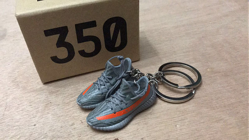 "Yeezy 350 Boost V2 ""Beluga"" 3D mini Sneaker Keychains with Box"
