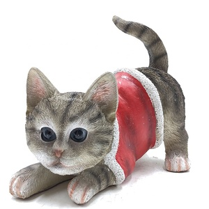 China wholesale outdoor decoration red coat lying christmas cat statue figurine resin