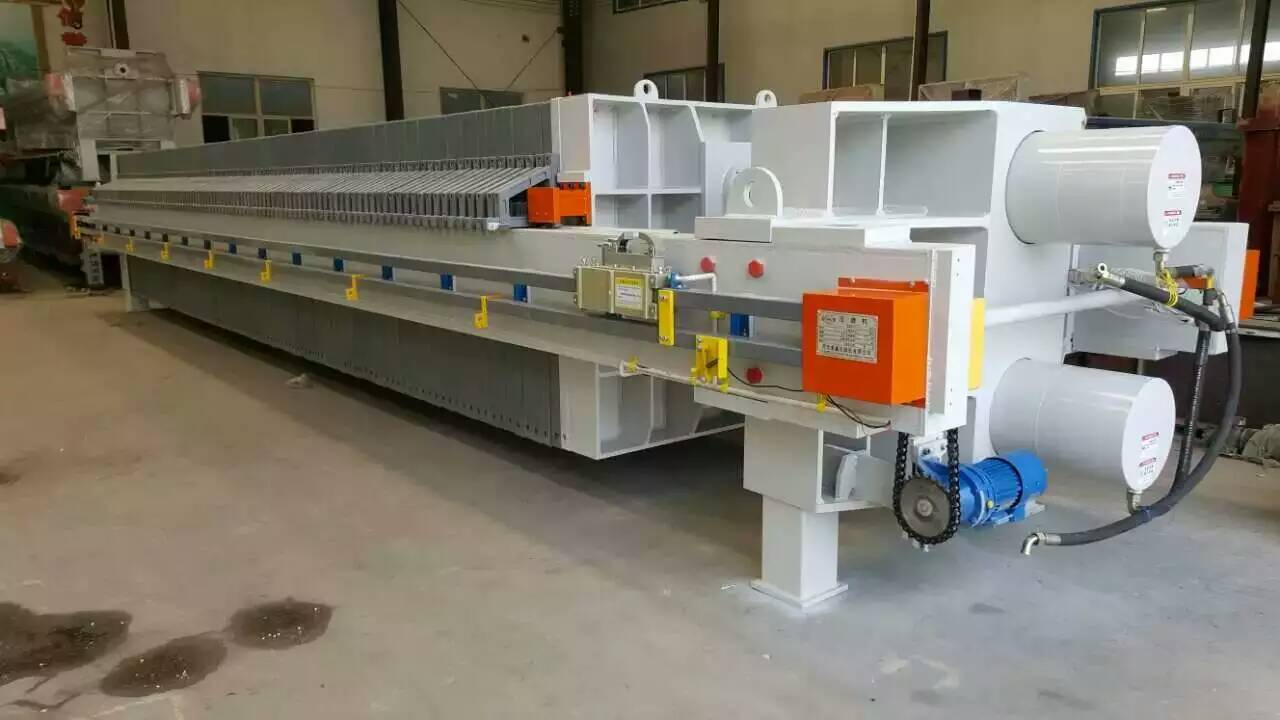 Waste water disposal plate and frame filter press for pharmaceutical factory