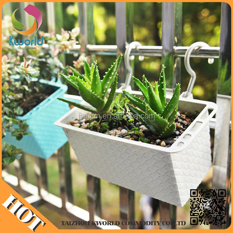 Frühling Garten Balkon originelle Ideen alte Regenstiefel bepflanzen