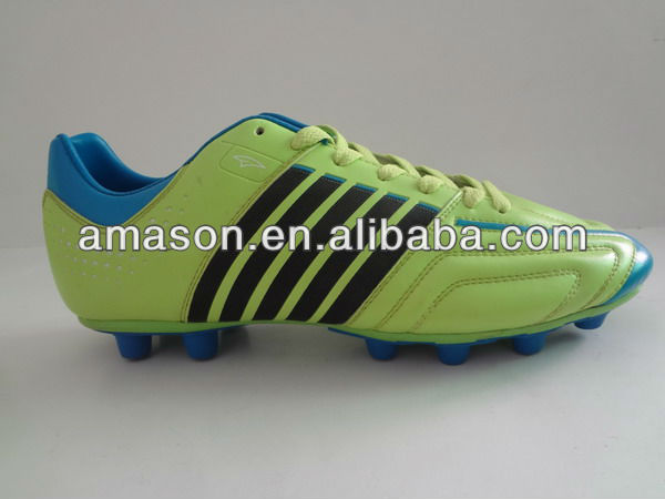 Fujian durable bright spike soccer shoes