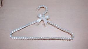 Wholesale pet baby pearls triangle clothing hanger clothes racks