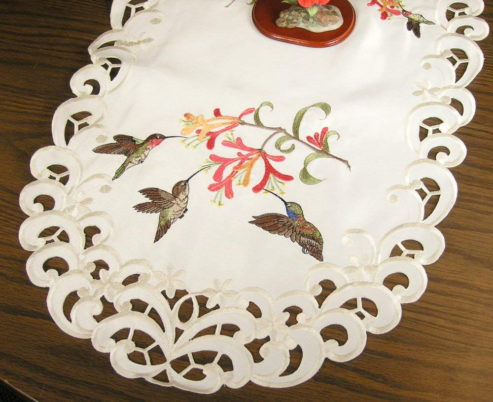 BANBERRY DESIGNS Embroidered Table Runner with Hummingbirds and Trumpet Vine Flowers on Cream, 14 by 34 Inch, Machine Washable