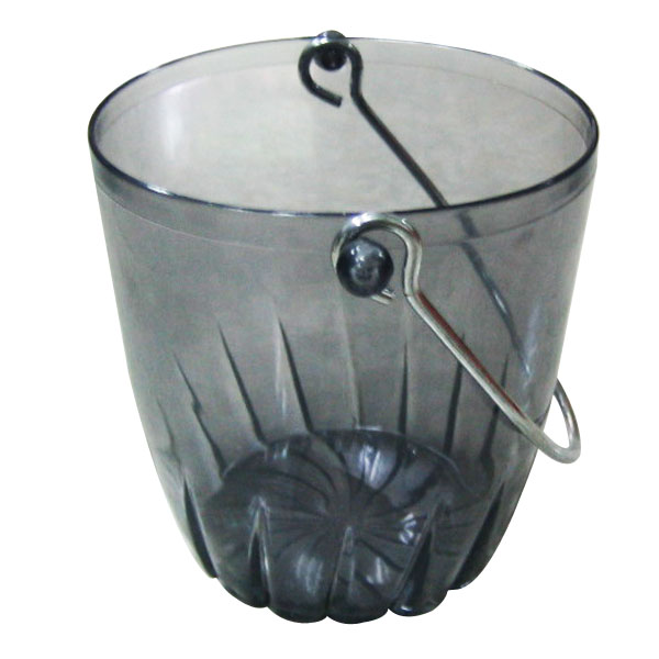 Plastic ice bucket with lip
