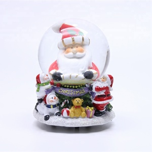 Eco-Friendly Resin Santa Claus Snow Globe Custom Made Christmas Water Snow Globe