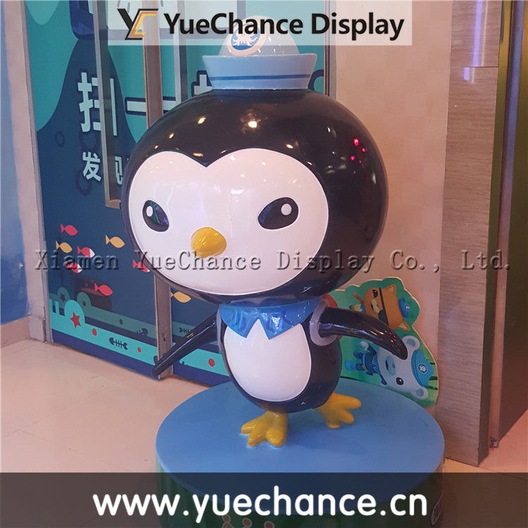Custom Kids Playground Laughing Fiberglass Penguin Statue