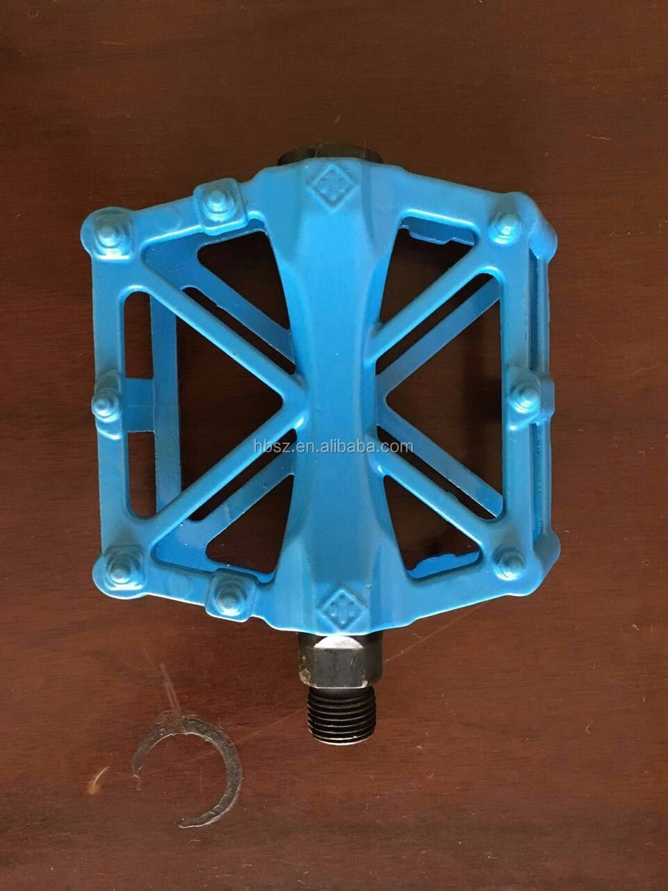 new bicycle accessories aluminium alloy bicycle pedal for mountain bike city bike bicycle cheap price bmx parts