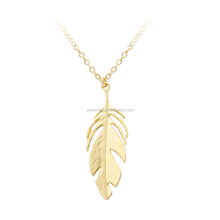 2016 Wholesale fashion jewelry custom 14k gold feather shaped metal necklaces for women