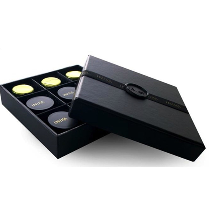 Custom transparent chocolate packaging box with paper dividers