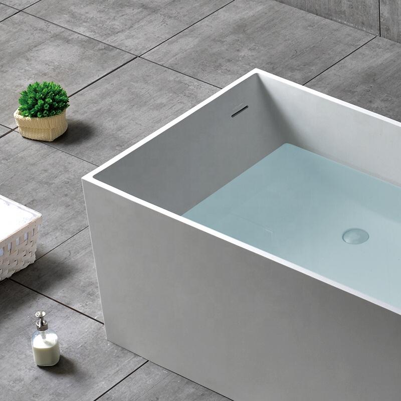 حوض استحمام حديث من الحجر الرمادي الخرساني وحوض استحمام ذو سطح صلب حوض استحمام قائم بذاته