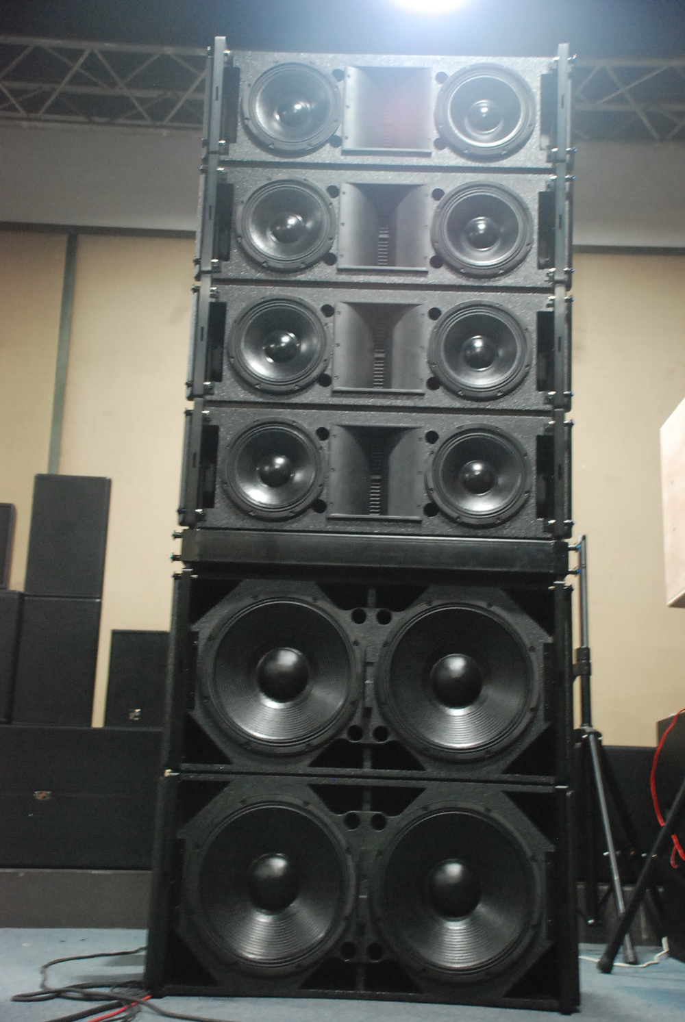 speakers in box. professional line array 10inch 500w 3-way active speaker la-5 spe audio speakers in box