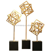 Brand New Metal Craft With Cube Shape Stand For Home Decor And Motel 6 Hotel Furniture