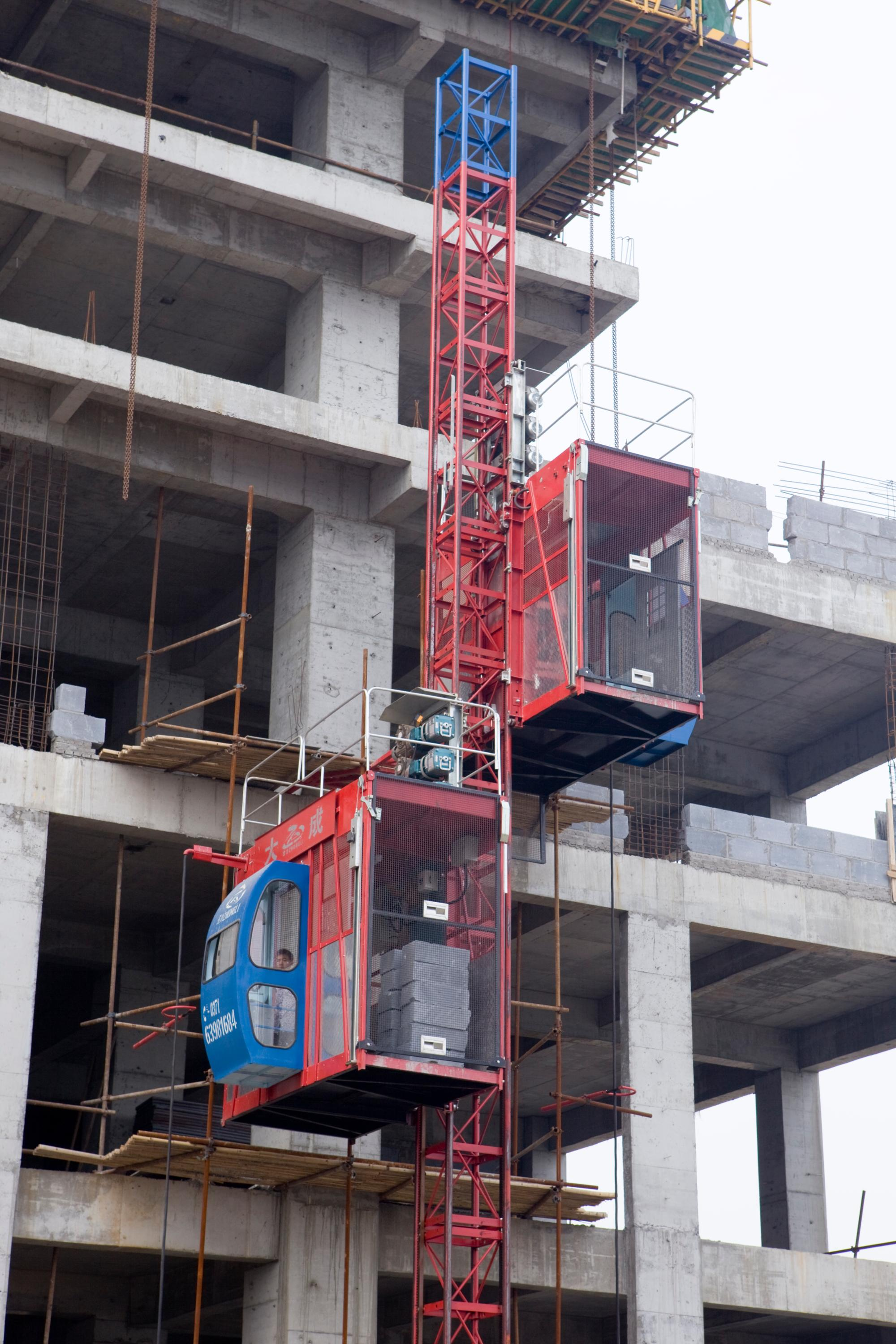 The above photos are some case of our hoist used in job site,our construction  hoist has been used by many famous construction company, such as  Evergrande, ...