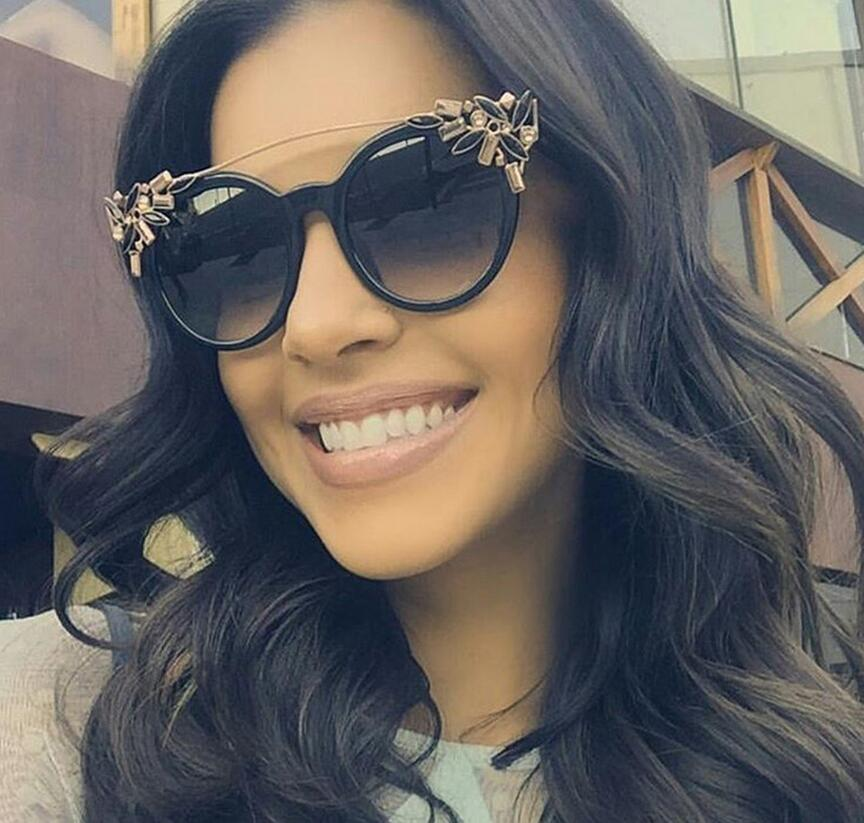 Luxo Diamante Cat Eye Shades Sunglasses Mulheres Marca Designer óculos de  Sol Da Moda Estilo Único 5df318d9a1