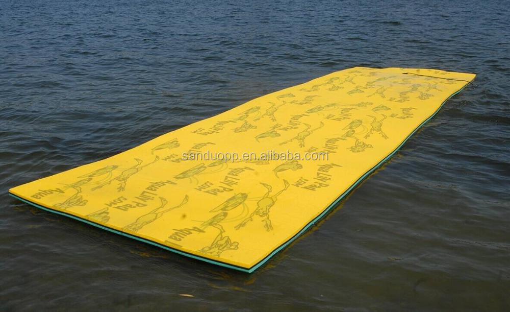 piscine ext rieure tapis d 39 eau flottant pour transat marcher et jouer sur l 39 eau tapis autres. Black Bedroom Furniture Sets. Home Design Ideas