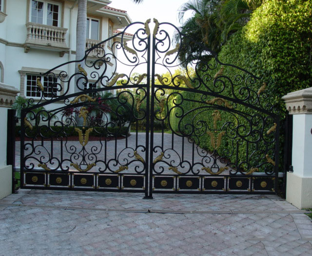 2017 Top-selling metal gate ornaments