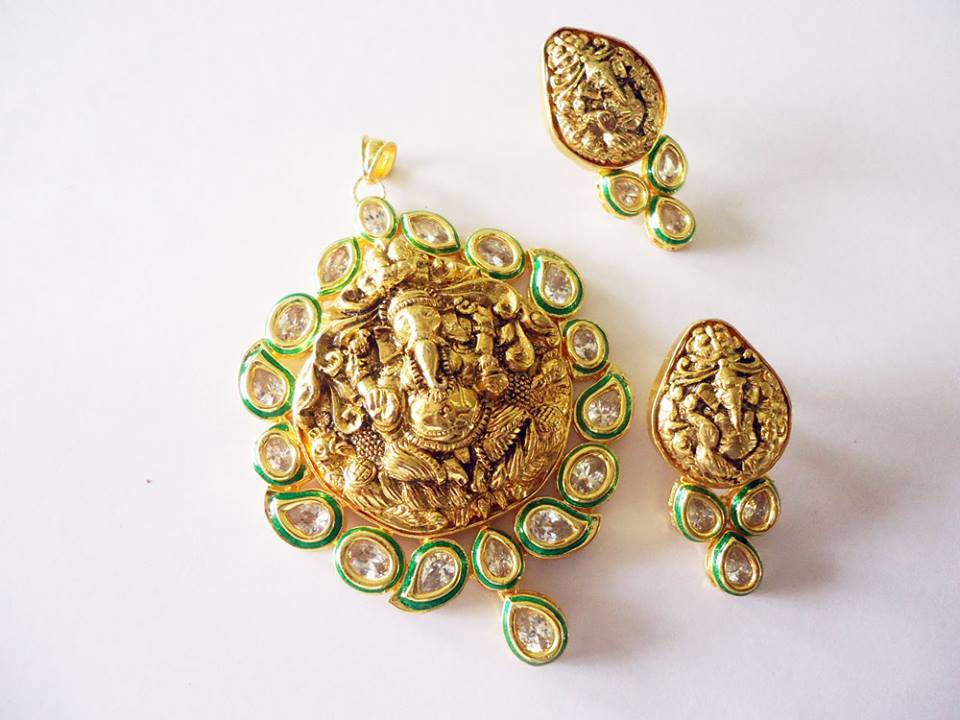 Vatika temple jewellery ganesh pendant with aaa quality kundan work vatika temple jewellery ganesh pendant with aaa quality kundan work buy temple jewellerykundan jewellerypendant set product on alibaba aloadofball Gallery