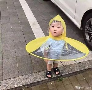 Creative Gifts Waterpoorf Portable Automatic Folding PVC Rain Hat Kids UFO Shaped Raincoat Hats / Travel Fishing Sessile Cap
