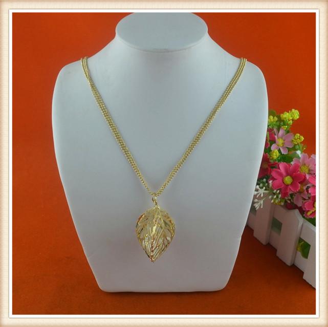 b8d1a2cc0e847 الملابس الاكسسوارات أحدث السيدات الذهب سلسلة ليف قلادة الذهب سلسلة طويلة  الرقبة تصاميم