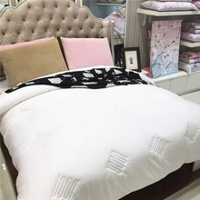 China Supplier Cheap Fashion Unique Style King Hotel Plain Down All Quilt