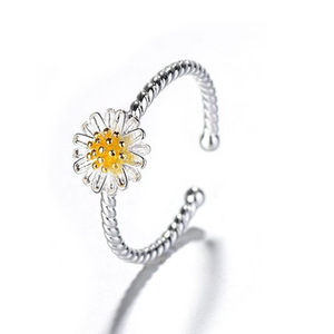 Fancy gold plated silver open daisy ring