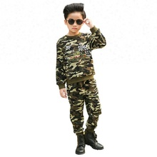 5e28b08dcc38 Primavera di caccia militare del capretto del vestito dei vestiti  camouflage fumetto stampato felpa con pantaloni