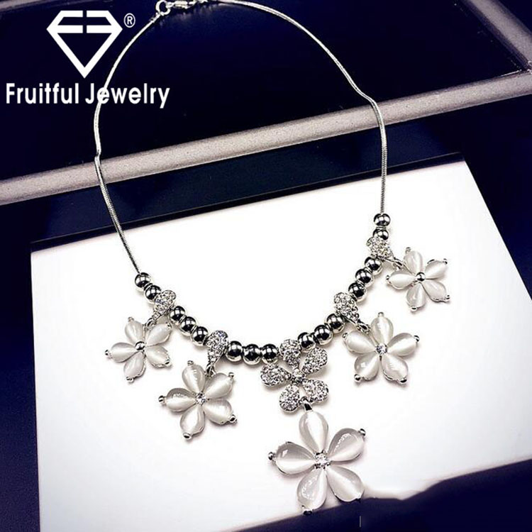 Fashion Latest Design Sweet Flower Shaped Opals Choker Chandelier Necklace Crystal rhinestone Necklace