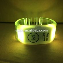 Battery Replaceable Bracelet DMX LED Xyloband PVC Type RF Wristband LED Flashing Glowing for Events Concerts
