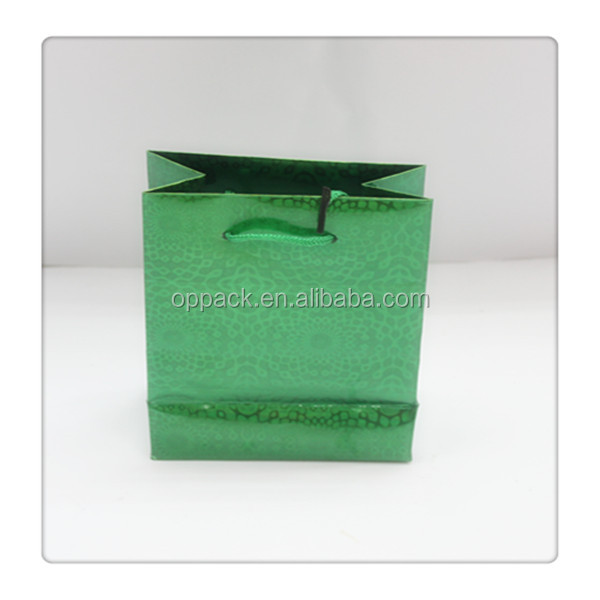 hot sell 157G 26X32cm holographic paper gift bag