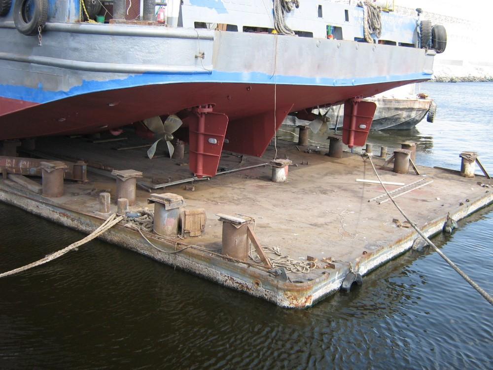 Flat bottom barge