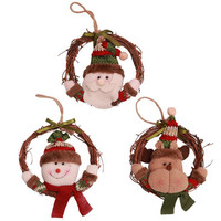 Santa Claus dolls decorate wreaths, rattan rings, and Christmas trees decorate pendant window props