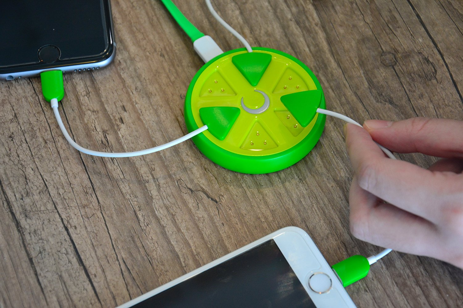 ARION Innovative Magnetic Induction Charger Hub with 3 Magnetic charging cables ( 2 Lightning Connector and 1 Micro Connector) and 1 USB Charging cable for Android and iPhone Device - Green