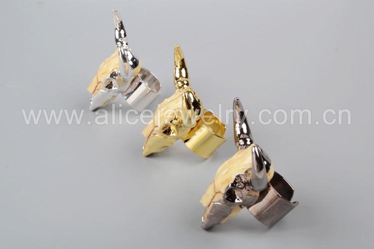 dac00c625f09 Exclusivo oro ganado anillo cabeza de toro anillo resina ganado cuerno  banda anillo