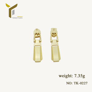 Custom luggage hardware accessories pull the card