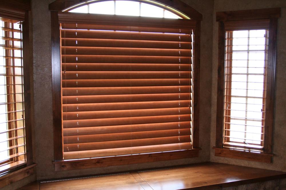 China Supplier Faux Wood Vertical Motorized Window Wooden ...