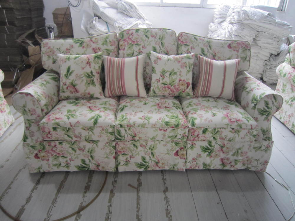 Classic Sofa Set Design Floral Pattern Fabric Loveseat