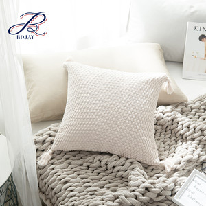 Bojay New Arrival Wholesale 100% Cotton Solid Hand Knitting Pillow Cover With Tassels Bed Seat Pillow Covers For Home Decorate
