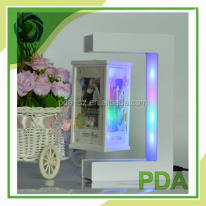 Rotating 3 face magnetic floating picture table display stands with led light