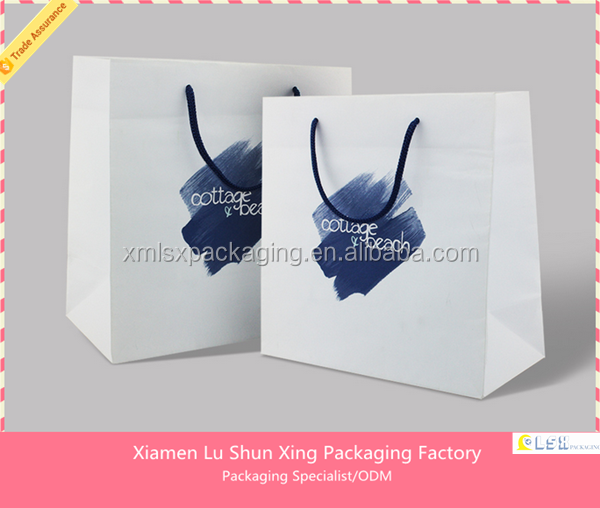 2017 Xiamen Luxury designed gift paper bag with logo hot stamping